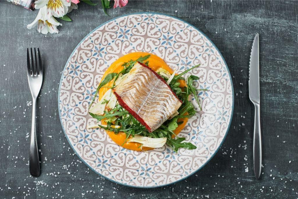 D-vitamiinia sisältävää kuhaa lautasella