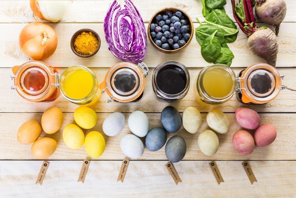Erilaisia elintarvikevärejä, jotka ovat peräisin luonnosta.